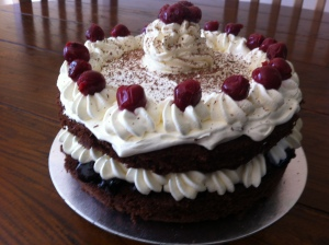 Ta-da !Here is the finished cake in all it's glory.