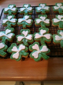 Green and White Shamrock Vanilla Cookies topped with green and white sugarpaste and finished with green stalk detail.
