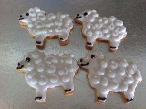 Couldn't resist making these cute woolly sheep out of vanilla shortbread.
