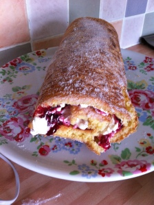 Ta-dah! A very impressive, delicious and scrumptious Swiss Roll just asking to be eaten.