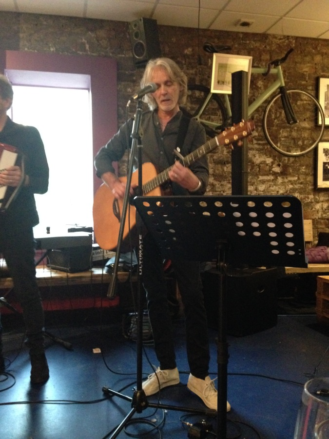 Graeme Clark's Gig at Siempre Bicycle Cafe, Glasgow- A Review.